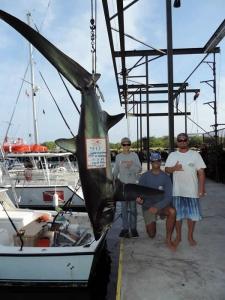 Jack Leverone fisgou tubarão-raposa no Havaí; o exemplar supera em 80 kg o do recorde anterior da categoria juvenil